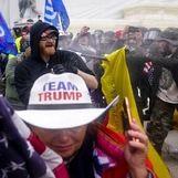 جاروی شمالی در دست طرفداران ترامپ جنجال به پاکرد + عکس